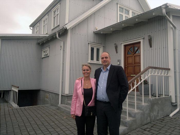 Lovísa Ólafsdóttir og Sævar Guðbergsson fengu viðurkenningu fyrir endurbætur hússins að Huldubraut 31.