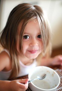 little-girl-eating-breakfast