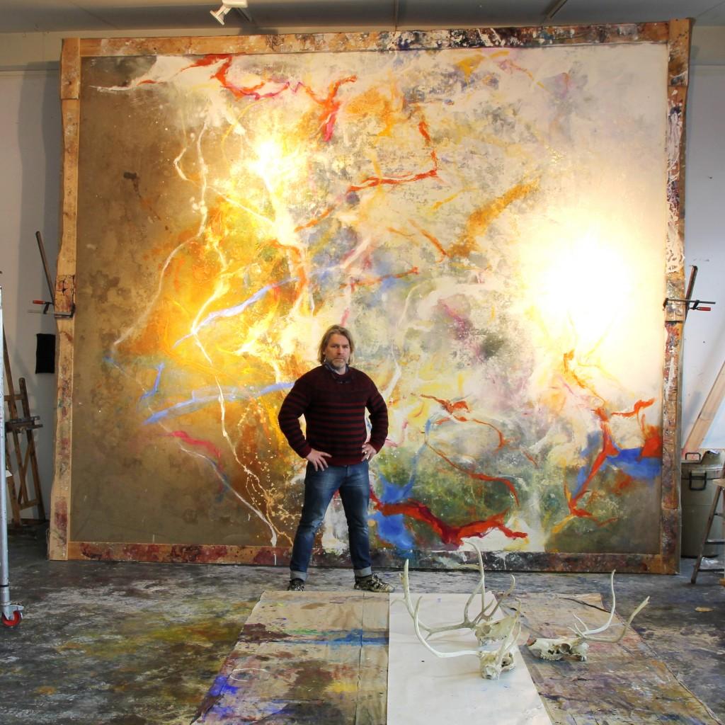 BjarniSigurbjörnsson er fæddur í Reykjavík 1966. Hann nam myndlist við Art Institute í San Francisco 1990–1996. Bjarni hefur um árabil kennt við Myndlistarskóla Kópavogs og er einn af stofnendum Anarkíu.