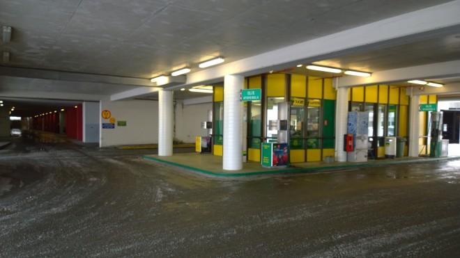 Staðsetning bensínstöðvarinnar í Hamraborg hefur lengi verið umdeild.